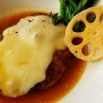 つばめ食堂 - ドイツモッツァレラチーズのせハンバーグ