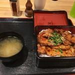 豚壱 - 秘伝のタレ豚丼ロース重1000円