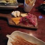 82285031 - 塩だれキャベツ、世界のチーズ、チーズ揚げ、パスタ揚げ
