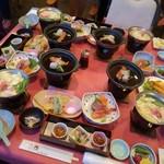 ルネッサ赤沢 - 料理写真:既に配膳済みなテーブル。大人3人前+子供1人前。これにご飯と味噌汁が運ばれてきます。