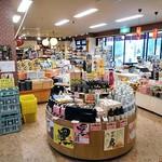 滝のや 屋外売店 - 土産物販売スペース