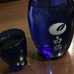 目利きの銀次 - 日本酒「白鶴」二合。636円也。熱燗で。