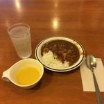82288701 - カレーとスープはサービス