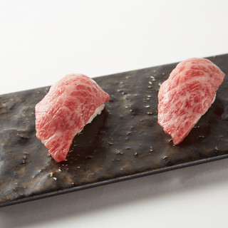 常連様は毎回リピート☆当店自慢の【肉寿司】をご堪能ください♪
