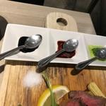 ジラソーレ リッコ - 肉にかけるソースが秀逸。
