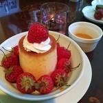 82290109 - 樹上完熟いちご「紅ほっぺ」+北海道フレッシュクリームプリン