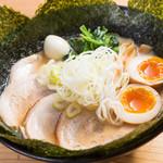 クリーミーTonkotsuラーメン 麺家神明 - 神明スペシャル