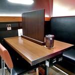 天文館むじゃき - テーブル席がカウンター席に早変わり!