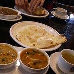 8230228 - 食べ放題のナン&スープが付きます。