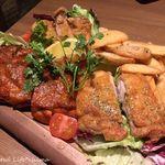 北海道ラクレットチーズ×肉バル  GRILL CHICKEN MARKET - 3種のグリルチキン盛り合わせ(2480円税別)