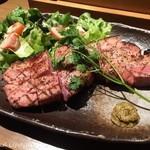北海道ラクレットチーズ×肉バル  GRILL CHICKEN MARKET - 厚切りベーコンの黒コショウ焼き(880円税別)