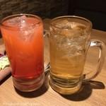 北海道ラクレットチーズ×肉バル  GRILL CHICKEN MARKET - スプモーニ(590円税別)、ジンバック(590円税別)