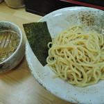 つけ麺・らーめん 辰寅 - ベースの旨味に乗って、ブワッと魚介の香りが爆発する感覚だった。 つ け 麺 は 爆 発 だ !(*>∀<)