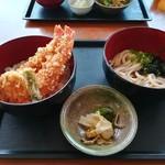 82303707 - ミニ海老天丼ハーフうどんセット (850円)