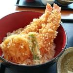 82303717 - ミニ海老天丼ハーフうどんセット (850円) の天丼アップ
