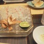 Horikane - マツタケを白身魚で巻いて、塩とすだちとわさびのたれで食べます。ほころびます。