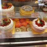 パティスリー・フロンティア - このホールのケーキまでケーキバイキング対象です