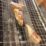 横濱 魚萬 - ロースターで焼きます