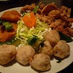 ガパオ食堂 - オードブル3種セット(1580円)♪鶏肉の皮を揚げたもの、チキンカツ?、鶏団子★