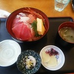 82327953 - 地魚の海鮮丼。(^-^)
