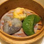 82328334 - 広東風蒸し点心三品  春菊と海老の蒸し餃子、五目野菜の蒸し餃子、海老の焼売
