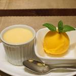 倶楽湾 - パティシエ特製デザート  バニラのプリン と マンゴーのソルベ