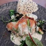 82330289 - 若鶏のカリカリロースト モリーユ茸のクリームソース