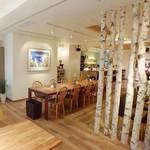 メイ カフェ - ゆったり広いリゾート空間