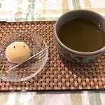 ひよこ庵 - 可愛いひよこ餅と、サービスのたっぷりほうじ茶