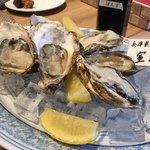 お肉料理×Oyster house Kai - 生牡蠣3人分 能登と、室津