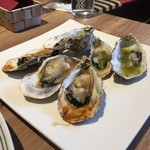 Oyster house Kai - 焼き牡蠣3人分プレーンとバジル