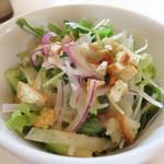 ベツ・バラーレ - ランチセット共通のサラダ。