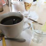 ベツ・バラーレ - 選べるソフトドリンクはたっぷりのホットコーヒー。 お口直しの小さなレモン水も付いてました。