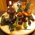 スペイン料理 3BEBES - 「モダンピンチョス5種盛り」(ちょい飲み手帖)。価格不明。