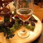 スペイン料理 3BEBES - ワイン2杯目。