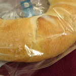 82351160 - 塩バターパン