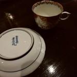 喫茶赤猫 - コーヒーは有田焼で