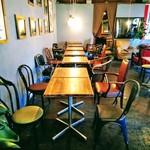 ティンバーズ カフェ ツキジ テーブル - 着席メイン