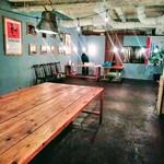 ティンバーズ カフェ ツキジ テーブル - レイアウト自由自在