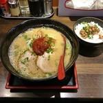 82358060 - 紅味噌らーめん(辛味噌)750円+肉味噌小丼 100円