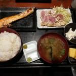 82358644 - 焼鮭と大山鶏のセット