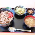奈良屋ひよしまる - 料理写真:小鉢、サラダ、味噌汁も付いてきます。