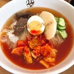 平壌冷麺食道園 - 平壌冷麺・大盛・中辛(950円)