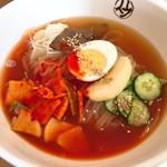 平壌冷麺食道園 - 平壌冷麺・大辛(800円)