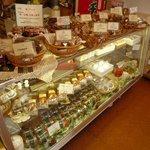リスボン洋菓子店 - マドレーヌ、パウンドケーキをはじめ焼き菓子も豊富