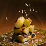 炭Kappo hirac - 素材本来の味わいを存分に楽しめる『佐賀ホワイトアスパラの炭火焼 淡雪塩をかけて』