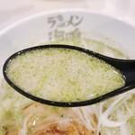 ラーメン海鳴 - 豚骨とバジルのバランスがやっぱり美味いな〜