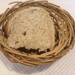 カンティーヌ アリ・バブ - ランチについてくる田舎パン