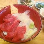 三崎港 海の幸 - 三崎マグロと地魚(白身魚)の紅白丼\1500