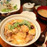 三軒茶屋 - 炭焼き熟成鶏の親子丼定食 1,080円